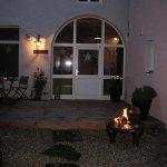 Ferienhaus Lehmgefühl - Aussenbereich Abends